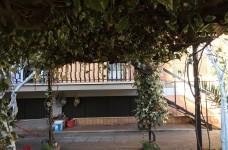 giardino di proprietà e balcone