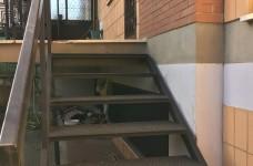 scala per scendere in giardino